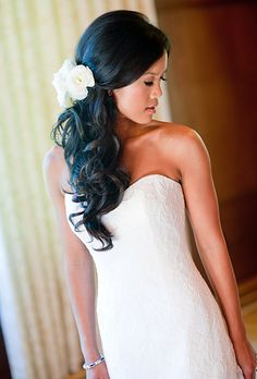 Half up Wedding Hairstyles Photos Wavy Side Ponytail with White Roses Side Ponytail Wedding, Half Up Wedding Hair, Wedding Hair Flowers, Flowers In Hair, Bridal Hair Side Swept, Asian Wedding Hair, Updo Side, Side Ponytails, White Flowers