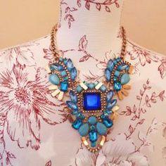 collar azul