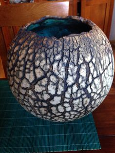 Raku click now to see more. Raku Pottery, Pottery Bowls, Pottery Art, Decorative Objects, Decorative Bowls, Sculptures Céramiques, Keramik Vase, Pottery Designs, Gourd Art