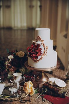 Victorian wedding cake inspiration   | Heirlooms Styled Shoot by Truly Enamoured | http://www.bridestory.com/truly-enamoured/projects/heirlooms-styled-shoot