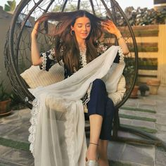 Stylish Dress Book, Stylish Dresses, Fashion Dresses, Pakistani Fashion Casual, Punjabi Fashion, Stylish Girl Images, Stylish Girl Pic, Photography Poses Women, Cute Girl Photo
