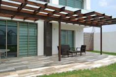 Terraza de jardín : Terrazas de estilo  por ANTARA DISEÑO Y CONSTRUCCIÓN SA DE CV