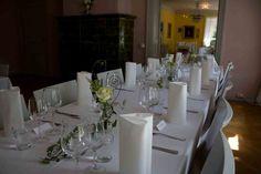 Wedding decorations for tables. Design by Elina Mäntylä, Valona Florana, (Valona design) www.valona.fi Table Settings, Table Decorations, Furniture, Design, Home Decor, Decoration Home, Room Decor, Place Settings, Home Furnishings