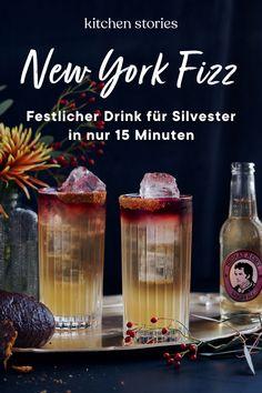 Auf der Suche nach einem festlichen Cocktail für deine #Neujahrsparty? Der New York Fizz mit Ginger Beer von Thomas Henry ist genau das Richtige! Dank Lebkuchensirup und #Whiskey wird aus diesem spritzigen #Cocktail der perfekte Winterdrink! #rezepte #silvester #party #drink Ginger Ale, Cocktail Shaker, Winter Drink, Cocktails, Kitchen Stories, New York, Irish Whiskey, Jack Daniels Whiskey, Whiskey Bottle