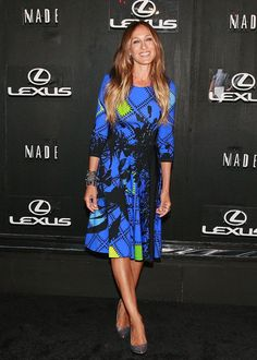 Sarah Jessica Parker Photos Photos - Sarah Jessica Parker attends the Lexus Design Disrupted: Gareth Pugh fashion show during MADE Fashion Spring 2015 at Pier 36 on September 4, 2014 in New York City. - Lexus Design Disrupted: Gareth Pugh - Arrivals - MADE Fashion Spring 2015