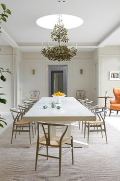 A perfect modern country house in Norfolk designed by Veere Grenney Country Modern Home, French Country Dining Room, French Country Furniture, Country Chic, Country Life, Norfolk, Dining Room Table Decor, Kitchen Chairs, Dining Room Inspiration