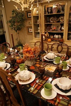 love this cozy setting..... I can almost smell the hot soup.