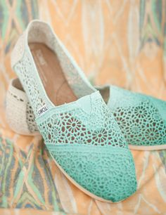 TOMS Crochet for Spring and Summer! I kinda sorta REALLY REALLY wants a pair of TOMS.... These would suffice :3