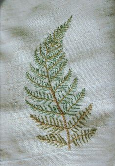 simple but wonderfully believable embroidered fern Botanical embroidery - I like the subtle difference in the fronds at the base. Resultado de imagen para how to hand embroider leaves jpg Image Only. Looks like the Japanese Stitch or Outline Stitch… Tin Embroidery Leaf, Types Of Embroidery, Japanese Embroidery, Cross Stitch Embroidery, Embroidery Patterns, Machine Embroidery, Bordado Floral, Quilt Stitching, Embroidery Techniques