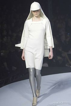 See the complete Chalayan Fall 2007 Ready-to-Wear collection.