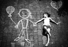Black and White photography is sometimes amazing. Sometimes colors just don't give that feeling what a black and white photograph may give as they bring out the Cool Pictures, Cool Photos, Street Art, Photo Vintage, Sidewalk Chalk, Jolie Photo, Chalk Art, Image Photography, Chalk Photography