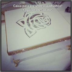 Caixa para presentear padrinhos #casamento #caixaspersonalizadas #caixasparapadrinhosemadrinhas #caixasespeciais #aguiartartesanatos #caixaprovençal #artesanato #caixamdf