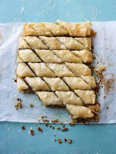 Paul Hollywood's baklava British Baking Show Recipes, British Bake Off Recipes, Great British Bake Off, Uk Recipes, Sweet Recipes, Baking Recipes, Dessert Recipes, Baklava Recipe, Baklava Dessert