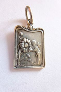 Wunderschöner seltener Jugendstil Art Nouveau Anhänger Silber Engerl Amor Blume in Antiquitäten & Kunst, Antikschmuck, Schmuck & Accessoires | eBay