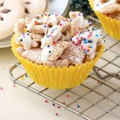 Secret's out! Combine butter and sugar with Chex™ cereal; microwave, and you have a yummy made-in-minutes party mix. Ingredients 6 cups Rice Chex™ cereal 1/4 cup butter 1/3 cup granulated sugar 1 1/2 teaspoons water 2 teaspoons vanilla 1/4 cup powdered sugar 1 oz white baking chocolate or 1/4 cup white vanilla baking chips 1 …