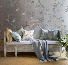 de Gournay Chinoiserie wallpaper with hand painted silk cushions De Gournay Wallpaper, Silk Wallpaper, Hand Painted Wallpaper, Chinoiserie Wallpaper, Chinoiserie Chic, Painting Wallpaper, Pattern Wallpaper, Interior Wallpaper, Handmade Wallpaper