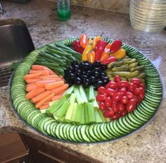 Wedding food platters veggie tray Ideas for 2019 Party Food Platters, Veggie Platters, Vegetable Trays, Party Trays, Vegetable Tray Display, Party Buffet, Cheese Fruit Platters, Brunch Buffet, Cheese Plates
