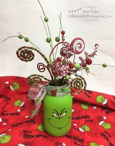 Check out this Grinch DIY decorations and Grinch crafts round-up. Get inspired to make some Whoville Christmas decorations of your own! Grinch Party, Le Grinch, Grinch Christmas Party, Office Christmas, Noel Christmas, Christmas Projects, Christmas Themes, Winter Christmas, Holiday Crafts