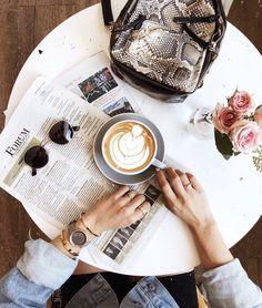 Coffee Girl, I Love Coffee, Hot Coffee, Coffee Drinks, Coffee Photos, Coffee Pictures, Coffee Instagram, Cafe Art, Coffee Photography