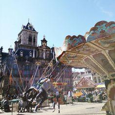 Altijd wat te doen en zien in Delft   There's always something to do and see in Delft #weekend #sunday #zondag #markt #clearsky #beingachildagain #carrousel #picoftheday #photo #touristinmyowncity #lovemycity #hartjedelft #delft