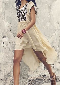 LoLoBu - Women look, Fashion and Style Ideas and Inspiration, Dress and Skirt Look Ethno Style, Hippie Style, Hippie Chic, Bohemian Gypsy, Pretty Dresses, Beautiful Dresses, Beautiful Flowers, Boho Chic, Vestidos High Low