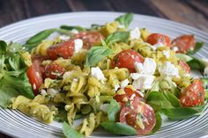 This low FODMAP pasta pesto salad is delicious for a barbeque, dinner party or Easter brunch! Gluten-free and cow's milk free. 15 g fresh basil, stems removed 20 g pine nuts 30 g parmesan cheese 2 tbsp olive oil 1 tsp lemon juice Pepper and salt Easy Pasta Salad, Pesto Pasta, Healthy Food List, Healthy Recipes, Healthy Snacks, Gluten Free Pasta, Fodmap Recipes, Light Recipes, Food Processor Recipes