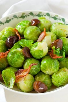 Weight Watchers Brussels Sprouts with Bacon and Chestnuts Recipe with Leeks, Maple Syrup, and Apple Cider Vinegar - 4 WW Points
