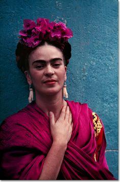 Frida with Picasso Earrings at La Casa Azul, Coyoacán - Nickolas Muray 1939