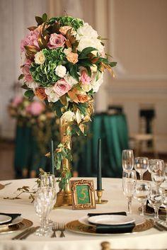 Изумрудно-золотой свадебный декор. Изысканная цветочная композиция на золотом канделябре Centerpieces, Table Decorations, Table Settings, Photo Wall, Wedding, Furniture, Home Decor, Frogs, Mariage