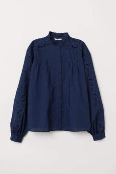Blouse in woven cotton fabric with embroidered sections. Small ruffled collar pin-tucks and concealed buttons at front and long wide sleeves with buttons at cuffs. Petite Fashion, Curvy Fashion, Style Fashion, Fall Fashion Trends, Autumn Fashion, Fashion Bloggers, Blouse En Coton, Extra Petite, Celebrity Dresses