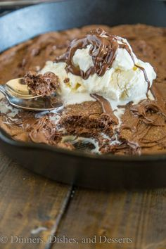 Nutella Skillet Cookie – a nutella based chocolate chip cookie baked into a cast iron skillet, with a layer of nutella in the middle!