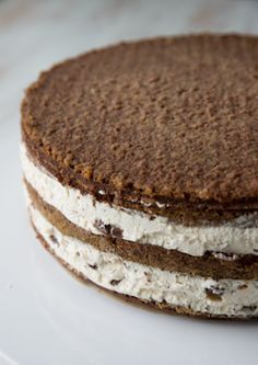 kukkea_kesakakku-vaihe-8 Baileys Recipes, Finnish Recipes, Baileys Irish Cream, Cake Fillings, Let Them Eat Cake, Yummy Cakes, Cake Decorating, Food And Drink, Yummy Food