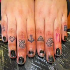 66 Awesome Cute and Small Finger Tattoos | How to Tattoo?