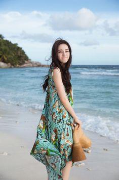 Pop star Dilraba Dilmurat releases new photos Beautiful Chinese Girl, Beautiful Asian Women, Korean Girl Fashion, Asian Fashion, Asian Model Girl, Asian Cute, China Girl, Chinese Actress, Wild Girl