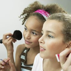 Make-up-Mantras: Wichtige Beauty-RegelnBeim Make-up geht es normalerweise ums Ausprobieren, aber was ist, wenn Ihnen jemand eine vielfach bewährte Liste mit Regeln geben würde, an die Sie sich halten könnten? Traumhaft, oder?
