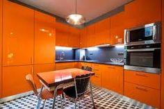 kitchen orange – Vyhledávání Google Orange Kitchen, Red Kitchen, Kitchen Sets, Kitchen Colors, Kitchen Interior, Modern Kitchen Tiles, Crazy Kitchen, Kitchen Flooring, Kitchen Design