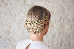 Fabiola – Aniburech #bridalheadpieces #brides #tocadosdenovia #tocados #headpieces #tiara #bridaltiara #tiarasforbrides #bridalhair #wedding #boda #bridalinspo #hairstyle #bridalmakeup #cherubina #cherubinabrides www.cherubina.com