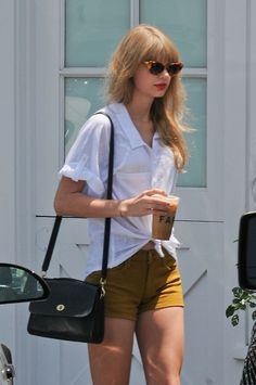 Taylor Swift. Love this outfit.