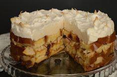 Hozzávalók 24 cm-es tortaformához     1 (50 dkg-os) kalács   6 közepes méretű alma   2 evőkanál cukor   6 evőkanál sárgabarackl...