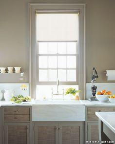 Love the deep apron sink and vintage juicer.