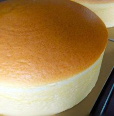 Japanese cheesecake is the bounciest, fluffiest, jiggliest cheesecake you'll ever see. Find out where you get this light & airy dessert and how to make it. Uncle Tetsu Cheesecake Recipe, Japanese Cheesecake Recipes, Japanese Desserts, Jiggly Cheesecake, Just Desserts, Delicious Desserts, Chess Cake, Pinoy Dessert, Cake Receipe