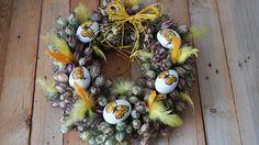 Žlutý věnec z černuchy - Na vajíčka jsme použili techniku decoupage. Věnec jsme vyrobili ze sušené černuchy. ( DIY, Hobby, Crafts, Homemade, Handmade, Creative, Ideas, Handy hands) Decoupage, Christmas Wreaths, Easter, Holiday Decor, Crafts, Diy, Home Decor, Christmas Swags, Build Your Own