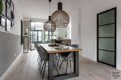 Modern interior with bay window, Lifs interior design, lifestyle Source by brietjuhhhh New Living Room, Home And Living, Happy New Home, Modern Dining Table, Scandinavian Interior, Bay Window, Future House, Interior Design, Interior Modern