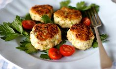 These versatile little chicken and haloumi patties can be enjoyed in so many ways: with salad, wrapped in a flatbread, in a hamburger bun with lettuce and tomato, or on their own in a lunch box with some raw veggies on the side. Mince Recipes, Cooking Recipes, Healthy Recipes, Savoury Recipes, Family Meals, Kids Meals, Maine, Patties Recipe, Delicious Sandwiches