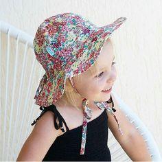 Always cute in pretty florals  @courtneypalmer90  #acornkids #kidshats #hats #sunhats #rivierasunhat #reversiblehats