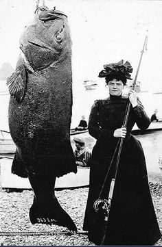 Gone fishing in 1901...this black sea bass weighed in at a whopping 363 lbs! So in awe of women from 100+ years ago who did everything while dressed immaculately. #ancientfaces #fishing #fashion #hats