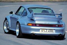 Commercialisée en 1995, la Porsche RS 3.8 est une version civilisée dune 993 de course. Plus légère de 100 kilos par rapport à une Carrera standard, elle est forte de 300 chevaux. En 1996, la GT2 est une autre version radicale de la 993. Elle est dotée dune puissance de 430chevaux poussée à 450 chevaux sur la GT2 Evo.