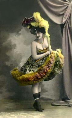 Gorgeously Hand-Colored Image of Belle Epoque by redpoulaine Album Vintage, Vintage Postcards, Vintage Burlesque, Vintage Circus, Cabaret, Vintage Pictures, Vintage Images, Paris 1900, Saloon Girls
