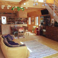 Moyo8251さんの、部屋全体,ダイニング,ゴミ箱,ソファ,ラグ,リビング,吹き抜け,DULTON,エバーフレッシュ,STOKKE,木の家,ABCチェスト,CRASH GATE,BESSの家,journal standard Furniture,こどもと暮らす,吊り下げTV,のお部屋写真