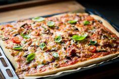 mmcooking-pizza-domowa-szynka-pomidorki-koktajlowe-oliwki-parmeńska-pomidory-sos-czosnek-pieczarki-drożdże-smacznie-domowo-domowa-pizza